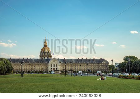 Paris, France - July 07, 2017. Gardens, Palace And Dome Forming The Esplanade Des Invalides In Paris