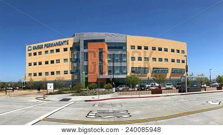 San Leandro, Ca - April 26, 2018: Kaiser Permanente Medical Center. Kaiser Offers A Free, Weekday Sh
