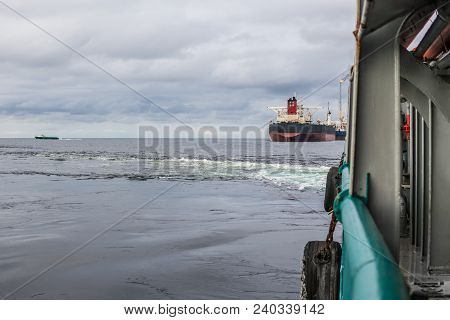 View From Ship Or Vessel Deck To Open Sea - Heavy Duty Work At Sea. Tanker And Fpso Vessels Are On B