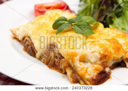 •	Meat Lasagne A Traditional Meat Based Italian Lasagne