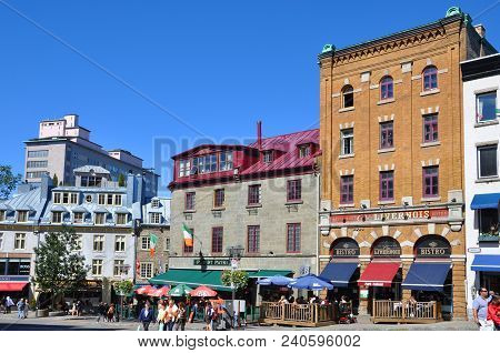 Quebec City, Canada - Sep 10, 2011: Colorful Houses On Rue Saint Jean, Old Quebec City, Quebec, Cana