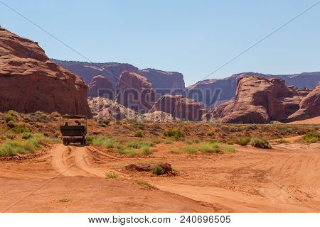 Monument Valley, Arizona, Usa- 02 September 2017: Off- Road On A Duty Road Through The Monument Vall