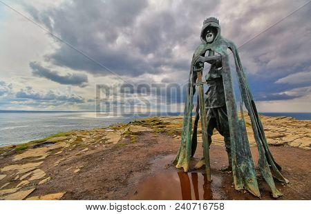 Tintagel, Cornwall, Uk - April 10 2018: The King Arthur Statue Gallos By Rubin Eynon Stands On A Roc