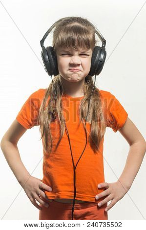Belt Portrait Of A Twisted Girl In Headphones Locators