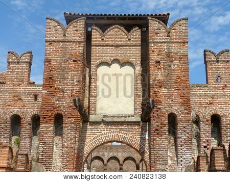 Castles Of Italy - View Of The Medieval Castle Of Soncino In The Province Of Cremona - Italy 61