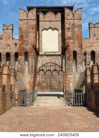 Castles Of Italy - View Of The Medieval Castle Of Soncino In The Province Of Cremona - Italy 62
