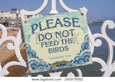 Brighton, Uk - May 4th 2018: A Sign On Brighton Pier Kindly Asking Visitors To Not Feed The Birds, I