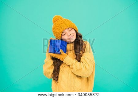 Successful Shopping. Thank You. Keepsake Box. Small Girl Warm Clothes Hold Gift. Little Secret Prese