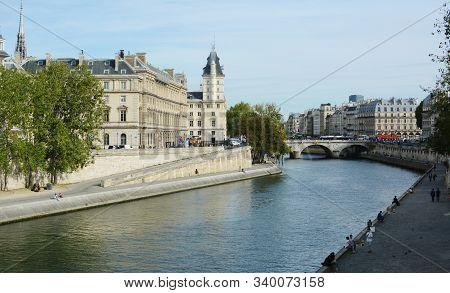 Paris, France - September 16, 2019: River Seine Flows Below The Pont Saint Michel In Paris On Septem