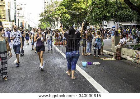 Sao Paulo, Sp, Brazil, October 16, 2016. People Have Fun On Paulista Avenue During The Paulista Aber