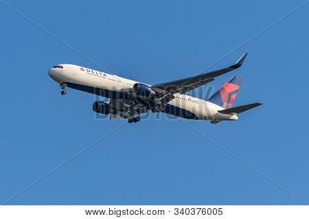 Frankfurt Germany 11.08.2019 Usa Delta Airlines Boeing 767-332 Approaching To Fraport Airport For La