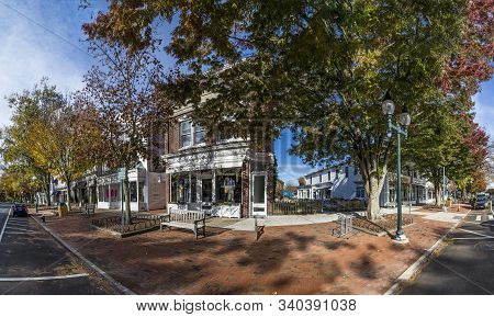 East Hampton, Usa - Oct 27, 2015: View To Main Street In East Hampton With Old Victorian Wooden Buil