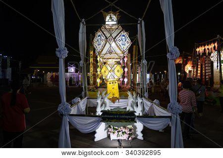 Phayao, Thailand - November 10, 2019: White Lanterns Made From Paper In Loi Krathong Festival. Lante