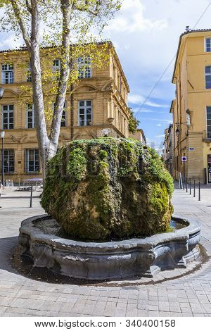 Aix En Provence, France - Aug 11, 2017: Old Fountain Mousse At Cours Mirabeau In Aix En Provence