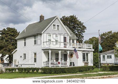 Bennington, Usa - Sep 21, 2017: Typical Wooden Small Farm House In Victorian Style In Bennington, Ve