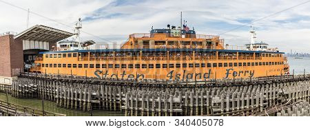 New York, Usa - Oct 5, 2017: Staten Island Ferry At The Pier. The Ferry Connects Manhattan With Stat