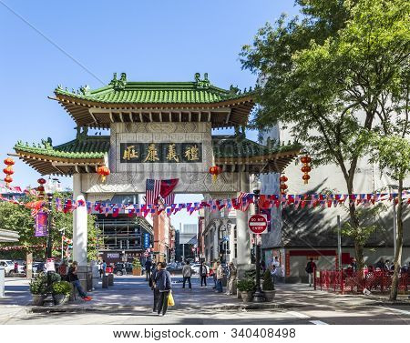 Boston, Usa - Sep 29, 2017: Streetlife In China Town In Boston. This Area Is One Of The Oldest China