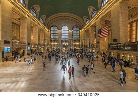 New York,  Usa - Oct 6, 2017: Commuters And Tourists In The Grand Central Station In New York, Panor
