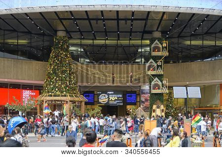 Sao Paulo - Sp, Brazil - November 17, 2019: Front Of The Shopping Center 3 With Christmas Decoration