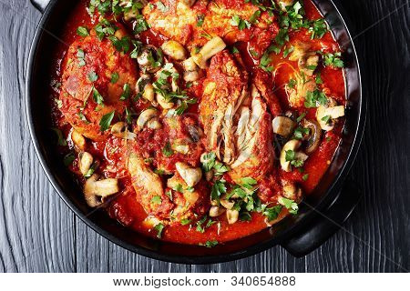 Slow Cooker Chicken Cacciatore - An Easy Crockpot Meal Loaded With Tender Chicken, Tomatoes, Bell Pe
