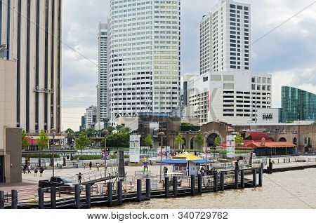 New Orleans, La/usa -june 14, 2019: Spanish Plaza Along Riverfront With Highrise Hotels And Shops Al