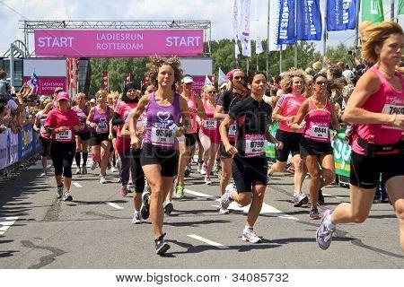 Teilnehmer übergeben, indem zu Beginn des Rennens