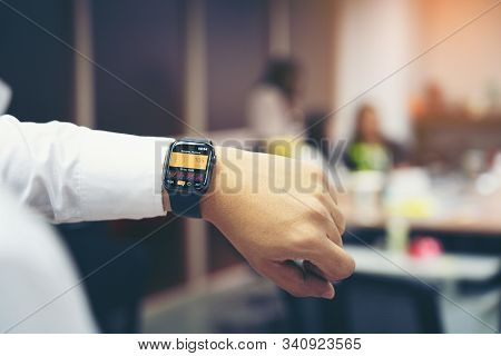 Bangkok Thailand - Dec 19, 2019: Man Hand With Apple Watch Series 4 With Pm 2.5 On The Screen In Off