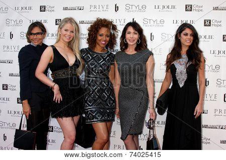 LOS ANGELES - OCT 15:  Vanessa Marcil, Crystal Hunt, Chrystee Pharris, Hunter Tylo, Lindsay Hartley at the Sue Wong