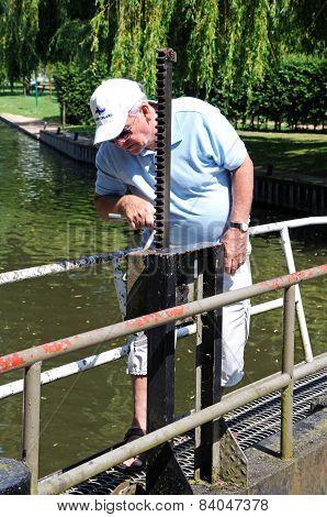 Man opening canal lock, Stratford-upon-Avon.