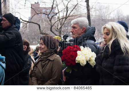 Journalist Yulia Taratuta And Former Political Prisoner Platon Lebedev In The Queue At The Funeral O