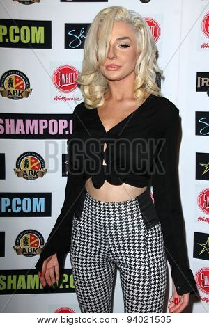 LOS ANGELES - JUN 4:  Courtney Stodden at the Celebrity Selfies Art Show by Sham Ibrahim at the Sweet! Hollywood on June 4, 2015 in Los Angeles, CA