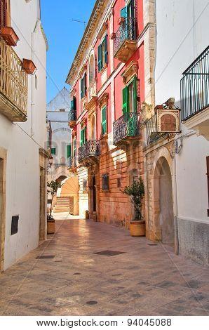 Alleyway. Locorotondo. Puglia. Italy.