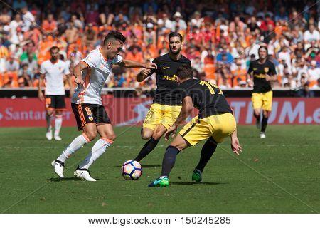 VALENCIA, SPAIN - OCTUBER 2nd: (L) Munir during Spanish soccer league match between Valencia CF and Atletico de Madrid at Mestalla Stadium on Octuber 2, 2016 in Valencia, Spain