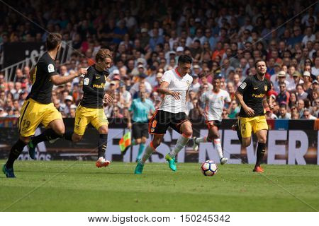 VALENCIA, SPAIN - OCTUBER 2nd: Enzo Perez with ball during Spanish soccer league match between Valencia CF and Atletico de Madrid at Mestalla Stadium on Octuber 2, 2016 in Valencia, Spain