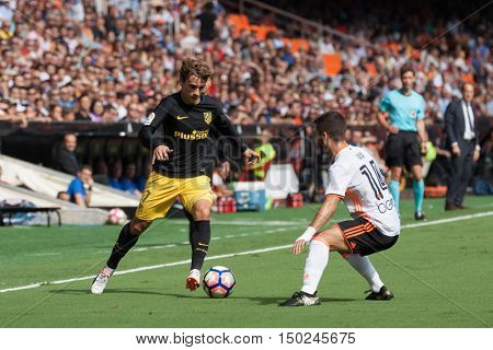 VALENCIA, SPAIN - OCTUBER 2nd: (L) Griezmann (R) Gaya during Spanish soccer league match between Valencia CF and Atletico de Madrid at Mestalla Stadium on Octuber 2, 2016 in Valencia, Spain