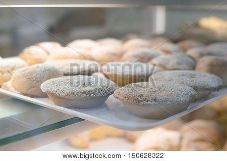 Sfogliatella Frolla, tipico dolce napoletano a base di crema e pasta frolla