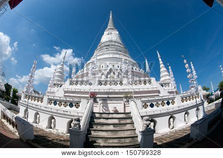 SAMUT PRAKAN,THAILAND- NOVEMBER 1,2015 : Phra Samut Chedi, which was built 1827/28 on an island in the Chao Phraya river-hence its popular name Phra Chedi Klang Nam (Chedi in the middle of the water).Located Samut Prakan Province in Middle of Thailand.