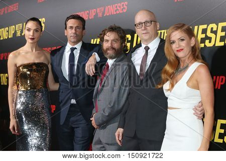LOS ANGELES - OCT 8:  Gal Gadot, Jon Hamm, Zach Galifianakis, Greg Mottola, Isla Fisher at the