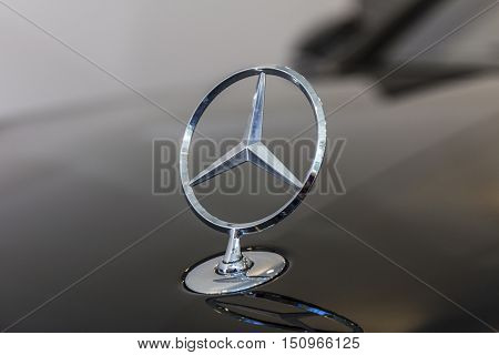 Indianapolis - Circa October 2016: Mercedes Benz Standing Star Hood Ornament. The origins of the three-point star date to 1909 IV