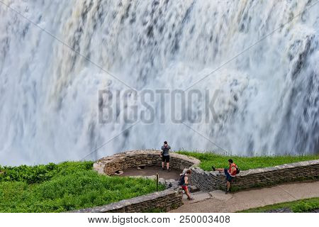 Castile, Ny - May 24, 2018: Tourists Enjoying The View At The Middle Falls In Letchworth State Park