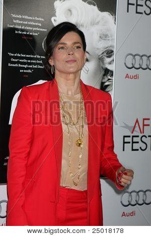 LOS ANGELES - NOV 6:  Julia Ormond arrives at the