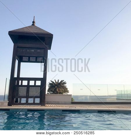 Rescue Booth, Tower, Rescue Post On The Edge Of The Pool-infinity Water Merging With The Horizon On