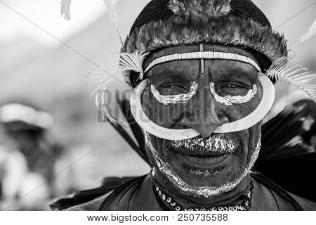 Baliem Valley, West Papua/indonesia - August 10, 2016: Portrait Of A Dani Tribesman At The Annual Ba