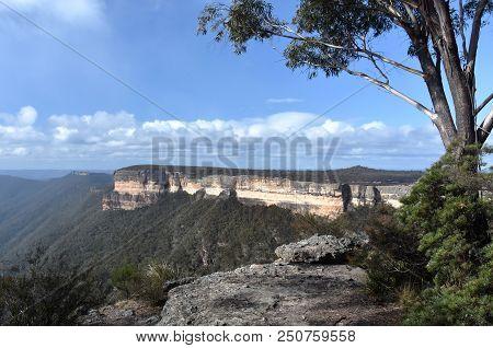 Kanangra Walls In Kanangra-boyd National Park Are Spectacular, Orange And Grey Sandstone Cliffs Towe