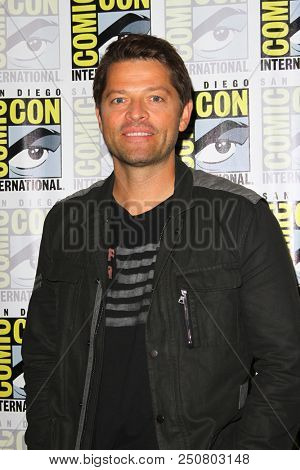 SAN DIEGO - July 21:  Misha Collins at the Comic-Con 2018, Sunday Press Line at the Comic-Con International on July 21, 2018 in San Diego, CA