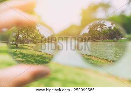 See Looking Through Glasses Lens Vision From Blurry To Clear Park View