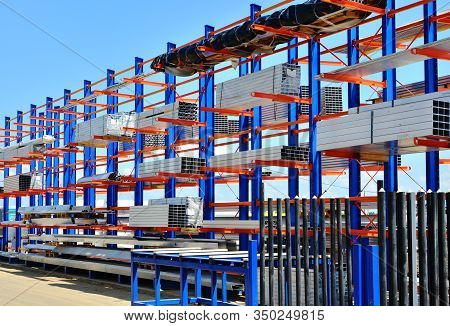Warehouse Cantilever Racking Systems For Storage Aluminum Pipe Or Profiles. Pallet Rack And Industri