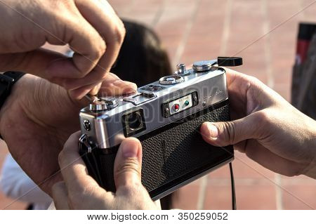 Bangkok,thailand-januaryt 02,2020:  Tourists Wearing Film, Cameras Used In Photography
