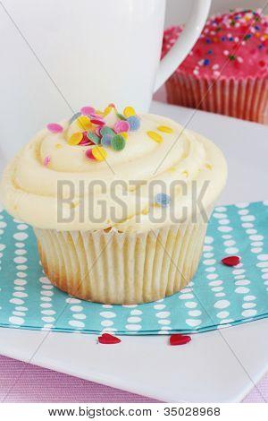 Vanilla & Strawberry Cupcakes