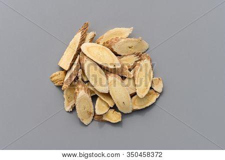 Herb Medicine Huangqi Or Astragali Radix Or Mongolian Milkvetch Root Membranous Milkvetch